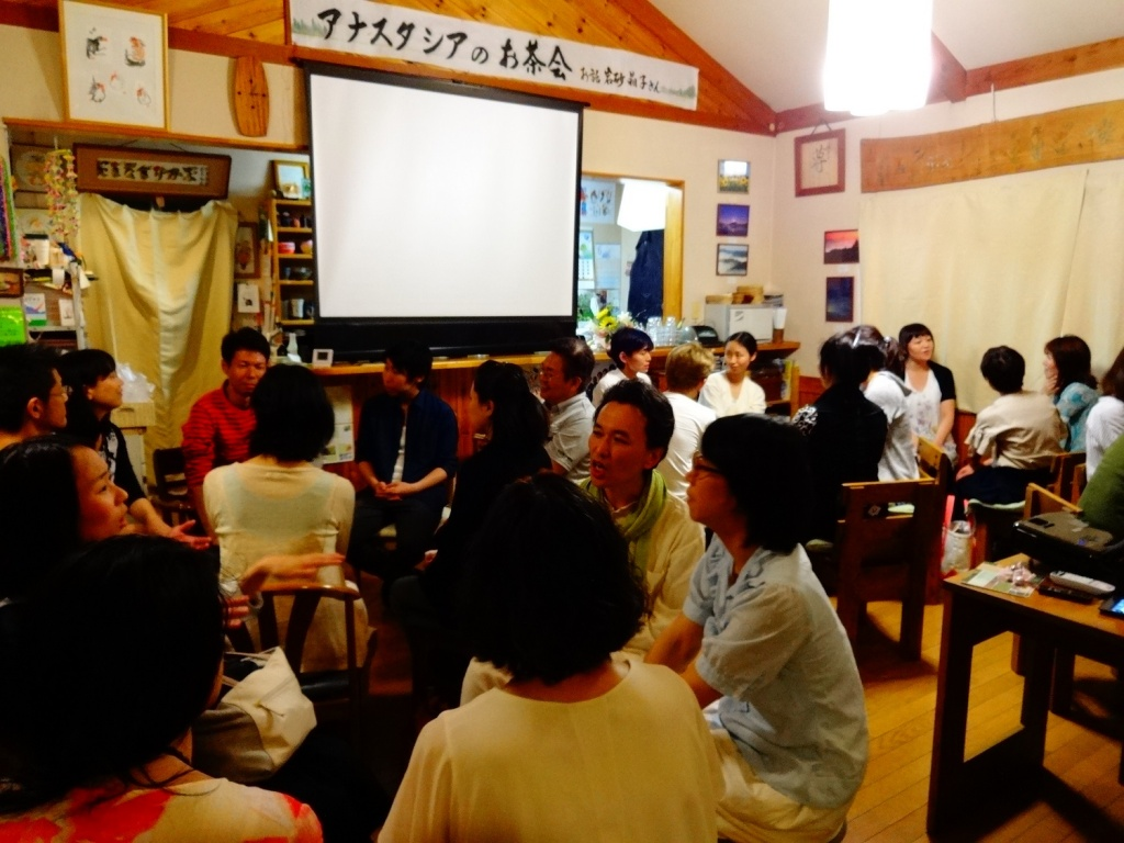 Kani)Readers gathering.jpg